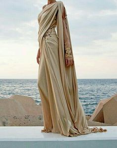 Grecian-style witch's robes (Edward Arsouni) Greek Fashion, High Fashion, Womens Fashion, Greek Inspired Fashion, Muslim Fashion, Spring Fashion, Neue Outfits, Fantasy Dress, Fantasy Art