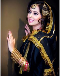 Latest photos of Punjabi and Bhojpuri singer and actress Sunanda Sharma hot image wallpaper and picture gallery - Truth be told about celebrities Bridal Poses, Bridal Photoshoot, Punjabi Girls, Punjabi Couple, Bridal Mehndi Dresses, Punjabi Models, Punjabi Actress, Stylish Girl Pic, Girl Photo Poses
