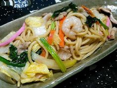 Once you start eating this, you won't be able to stop and you'll gobble it up in no time! Recipe Sharing Website, Looks Yummy, Some Recipe, Junk Food, Japanese Food, Noodles, Food And Drink, Cooking Recipes, Favorite Recipes
