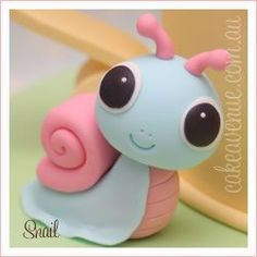 Lots of cute sugar figurines from Cake Avenue. Perhaps try to make some with polymer clay / fimo adorable chibi snail Fondant Figures, Fondant Cake Toppers, Fondant Cakes, Cupcake Cakes, Cupcakes, Fondant Bow, Mini Cakes, Fondant Animals, Clay Animals