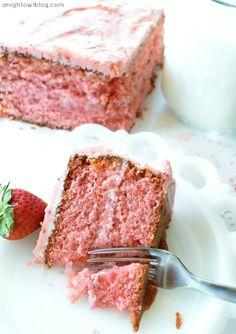 "Delicious Strawberry ""Box"" Cake | #strawberry #cake #recipes"
