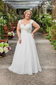 Top 10 Plus Size Wedding Dress Designers By Pretty Pear Bride #plussize #bride   Gown by Roz la Kelin