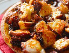 Es una de las recetas más tradicionales de Galicia. Disfruta del Pulpo a la Gallega con papas al vapor acompañada con una vinagreta...