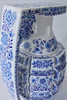 helena hauss hand paints ceramic weapons in delft blue style to champion female fierceness Ceramic Painting, Ceramic Art, Innocence Lost, Pen Design, Colossal Art, Blue And White China, Hand Painted Ceramics, Delft, Ballpoint Pen