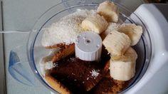 Banános kókuszgolyó készítése 1. Diabetic Recipes, Diet Recipes, Fodmap, Waffles, French Toast, Baking, Breakfast, Minden, Food