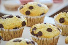 15 nejlepších receptů na muffiny, které zvládne každý Dairy Free Chocolate Chips, Chewy Chocolate Chip Cookies, Chocolate Cake, Köstliche Desserts, Delicious Desserts, Dessert Recipes, Delicious Cookies, Yummy Recipes, Cupcakes