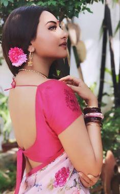 a bunch of bollywood fandom misfits who have banded together to make something kinda-sorta awesome :) Beautiful Bollywood Actress, Beautiful Indian Actress, Sonakshi Sinha Saree, Vidya Balan Hot, Beautiful Women Videos, Bridal Hairdo, Cute Photography, Dance Poses, Indian Film Actress