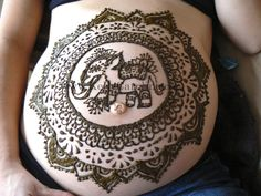 Henna on pregnant belly by www.kellycaroline.com