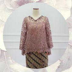 "EIWA - Kebaya Brokat Bajubodo di Instagram ""MOTIF BARU AVAILABLE! ✂️✂️✂️ (motif ini udah sold :( TOP0279v (dark dove) Bust 86/92/96/100/106/112cm Sleeve 50cm Length 55/65cm Inner not…"" Kebaya Lace, Kebaya Hijab, Kebaya Brokat, Batik Kebaya, Kebaya Dress, Kebaya Muslim, Dress Brukat, Lace Dress, Batik Fashion"