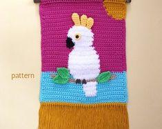Crochet patterns for dolls & decor par Manuska sur Etsy Crochet Wall Art, Crochet Wall Hangings, Tapestry Crochet, Diy Crochet, Crochet Hooks, Crochet Birds, Macrame Patterns, Crochet Patterns, Giraffe Decor