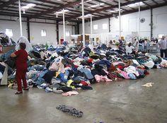 Crisis obliga a venezolanos comprar ropa de segunda mano