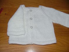 Cute little newborn cardigan, knit in one piece from the top down and which requires no seaming. Free knitting pattern