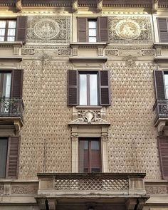 Sembra niente (#milano) #facciata #facade #façade #facades #facadelovers #windows_aroundtheworld #windowsoftheworld #windowshotwednesday #rsa_doorsandwindows #rsa_streetview #igworldclub_creative #cityview #citypics #streetsoftheworld #rsa_streetview #igworldclub_street #milanodaclick #milanosegreta #milanoinsight #love_milano #milanoufficiale #milanodavedere #milano #milan #ig_milan #ig_lombardia #igworldclub #vivomilano #igworldtravel #igersmilano #wheremilan by epeverata