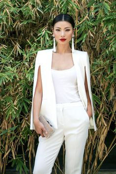 Classy Look: Cape Blazer & Slim Fit Trouser - Mingalings You are in the right place about Blazer Outfit azul Here we offer you the most beautiful pictures about the Blazer Outfit night you are looking White Cape Blazer, White Blazer Outfits, White Blazers, White Shirts, Casual Blazer, Plaid Blazer, How To Look Classy, Classy Looks, Overall