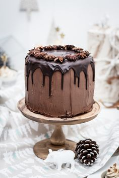 chocolate gingerbread cake with crunchy speculoos