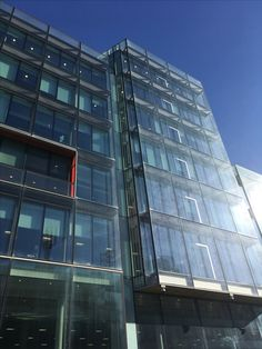 The use of the glass on this building reflects the sun and the clear blue sky which makes it look futuristic. N.N