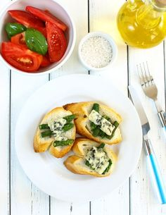 Asparagus Toast with Blue Cheese Blue Cheese, Caprese Salad, Bruschetta, Asparagus, Toast, Ethnic Recipes, Foods, Food Food, Studs