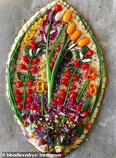 "Baker Makes Edible ""Bread Bouquets"" With Leftover Vegetables and Bread Have Veggies That Need Eating? Try This Baker's Leftover Food Idea New Food Trends, Bread Art, Rye Bread, Bread Rolls, New Recipes, Cooking Recipes, Bread Recipes, Leftovers Recipes, Quiches"