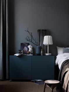 color # Furniture On black furniture and black walls t . - paint Many do not dare to black furniture and black walls. Ikea Bedroom, Home Decor Bedroom, Bedroom Furniture, Bedroom Ideas, Design Bedroom, Master Bedroom, Paint Furniture, Bedroom Storage, Modern Bedroom