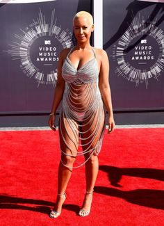 Amber Rose Is Practically Naked on MTV VMAs 2014 Red Carpet!: Photo Amber Rose shows off her curves in a barely there bejeweled dress while walking the red carpet at the 2014 MTV Video Music Awards held at The Forum on Sunday (August… Amber Rose, Sexy Outfits, Meat Dress, Mtv Video Music Award, Music Awards, Mtv Videos, Haut Bikini, Red Carpet Looks, Red Carpet Dresses