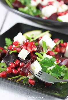 Sałatka z buraków i fety | AniaGotuje.pl Salad Recipes, Healthy Recipes, Healthy Food, Fruit Salad, Feta, Salads, Good Food, Lunch Box, Veggies