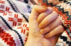 Festive Shellac Glitter Nails http://www.shabby-chic-home.com