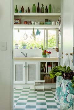 Inspiration Country kitchen ideas for small spaces 7564161551 Country Kitchen Shelves, Kitchen Decor, Kitchen Design, Kitchen Ideas, Modern Country, Country Decor, Country Living, Small Space Kitchen, Small Spaces