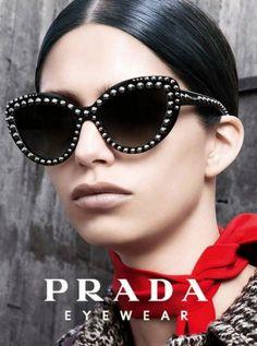 Nueva colección de #gafasdesol de Prada. #eyewear