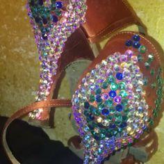 Piú brillano e piú le adoro😍😍😍 Vi piacciono!? #unavitaperladanza #dancesportshoes #danceshoes #Swarovski #strass #shoes #latinshoes #ballroomshoes #decorazioni #instadance #customize #instadance #followme #ballroomatelier #atelier #dance #ballroomatelier #scarpedaballo #shoesofdance #Swarovskielement #swarovskishoes
