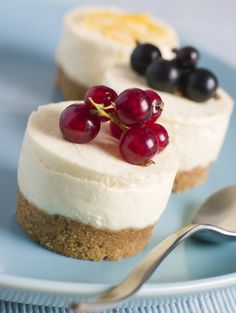 Mini Cheesecakes blissfullydomestic: Quick and easy, made in foil baking cups! #Cheesecake #Mini #bilssfullydomestic
