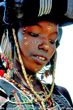 Africa: Niger. Sahel. Wodaabe (Bororo/Fulani) nomad girl attending a Yakey, a male dance and beauty contest.