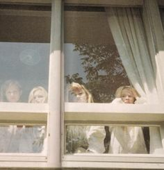 Lisbon Girls. Home like a prison. Freedom through suicide next. The Virgin Suicides. '99.