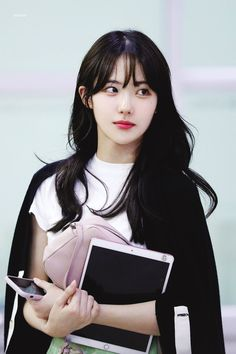 Space Girl, Wjsn Luda, Get Skinny Legs, Cosmic Girls, Portrait Poses, Korean Actresses, Starship Entertainment, Cute Korean, Magical Girl