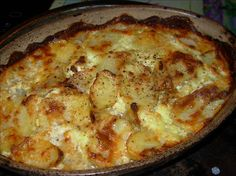 Jansson's Temptation (Swedish Potato and Anchovy Casserole). This is a Swedish Holiday tradition. Trust me, even if you are not a fan of anchovies, you will enjoy this dish. We make this every year. Swedish Dishes, Swedish Recipes, Swedish Foods, Potato Sides, Potato Side Dishes, Anchovy Recipes, Bon Ap, Creamed Potatoes, Scandinavian Food