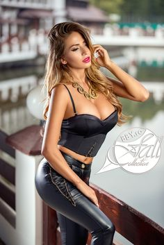 women in leather Photo Mermaid Gown, Fall Collections, Girls In Love, Belle Photo, Casual Tops, Sexy Outfits, Photos, Beautiful Women, Wonder Woman