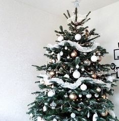 """Choose Some Christmas Aesthetic Pictures And We'll Tell You Which """"Harry Potter"""" Character You Are Christmas Mood, Merry Little Christmas, All Things Christmas, Christmas Lights, Christmas Decorations, Winter Things, Holiday Tree, Christmas Pictures, Xmas Tree"""