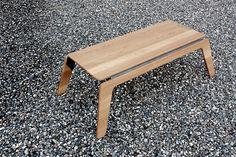 Kleiner Sofatisch entstand in Zusammenarbeit mit Pascal Müller. Das Designmöbel wird als Teil der SAMKO Kollektion angeboten. © Pascal Müller, Samuel Köppel