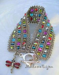 """Abalorios, rocallas ,miyuki y delica Maybe just one row and lots of edging """"Madame bijou: Bracelets - Love this pattern"""" Diy Beaded Bracelets, Seed Bead Bracelets, Seed Bead Jewelry, Bead Jewellery, Beaded Jewelry Designs, Handmade Jewelry, Homemade Bracelets, Bracelet Patterns, Jewelry Crafts"""