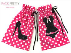 Travel bags Lingerie Bag & Shoe Bag Travel Set - the lingerie bag is lined in mesh and the shoe bag in fleece - all lightweight for travel and keeps things clean and separated in luggage Porta Lingerie, Lingerie Plus, Bag Patterns To Sew, Sewing Patterns, Sewing Hacks, Sewing Tutorials, Bag Tutorials, Lingerie Lindas, Pochette Portable