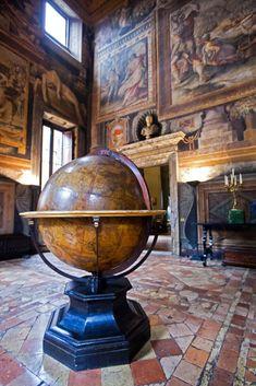 Sala dei Mappamondi, a Palazzo Sacchetti, Rome