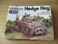 MONOGRAM 4201 1/32  SHERMAN M4 TANK HEDGE HOG VINTAGE 1975 w/ HEDGEROW CUTTER