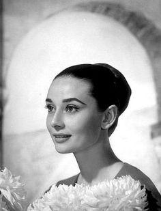 33-2257 Audrey Hepburn C. 1959