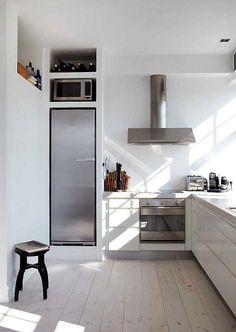 A Danish Apartment Kitchen Kitchen Interior, New Kitchen, Kitchen Decor, Danish Kitchen, Minimal Kitchen, Smart Kitchen, Kitchen White, Kitchen Ideas, Neutral Kitchen