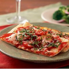 Easy, delicious and healthy Quick Pizza Margherita recipe from SparkRecipes. See our top-rated recipes for Quick Pizza Margherita. Healthy Pizza Recipes, Vegetarian Recipes, Cooking Recipes, Easy Recipes, Dinner Recipes, Oven Recipes, Dinner Dishes, Amazing Recipes, Dinner Table