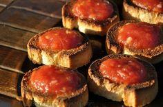 Bruschete cu rosii | Retete culinare cu Laura Sava Vegan Recipes, Vegan Food, Muffin, Mai, Cooking, Breakfast, Projects, Kitchen, Morning Coffee