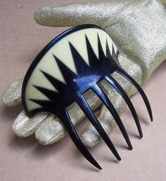 Art Deco Parti Colour Chevron Design Hair Comb  SIZE: 4½ ins h x 4¼ ins w (11.5 x 11 cms)    CONDITION: excellent no issues    APPROXIMATE DATE: 1920s    MATERIAL: celluloid