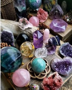 5 Mystery Crystal Box Gift Set, Healing Crystals and Stones, St Patrick's Day Lucky Charms, Mom Gifts Crystal Box, Crystal Pendulum, Crystal Gifts, Crystals And Gemstones, Stones And Crystals, Healing Stones, Crystal Healing, Chakra Healing, Crystal Aesthetic