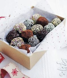 Yummy homemade chocolate truffles! Put them in a pretty box and they're the perfect homemade gift.