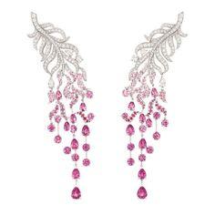Chanel Joaillerie  Brincos Plume enchantée, em ouro branco, diamantes e safiras rosa. Coleção 1932