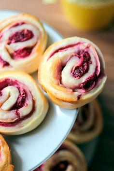Rezept für supereinfache Himbeer-Pudding-Schnecken - und ein paar weitere leckere Brunchideen, Brunchrezepte und -Bilder!